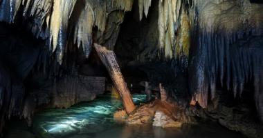 Две пещеры +два водопада